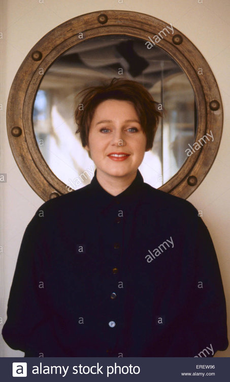 elizabeth-fraser-singer-with-the-cocteau-twins-pictured-in-the-bands-EREW96.thumb.jpg.2e0d6b01b51dce969c7c88617384a654.jpg