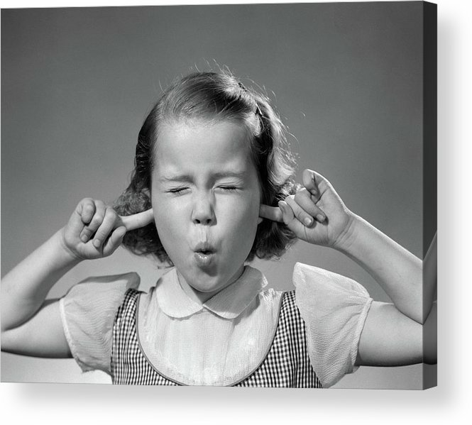 1950s-girl-with-fingers-in-ears-eyes-vintage-images.jpeg